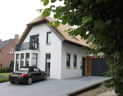 wit landhuis met riet (066)
