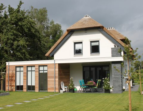 Wit landhuis met riet 066 spanjers architect - Chique landhuis ...